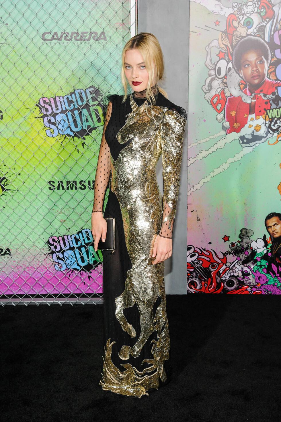 <strong>KUL:</strong> Margot Robbie så både kul og elegant ut på premieren, mandag.  Foto: SipaUSA