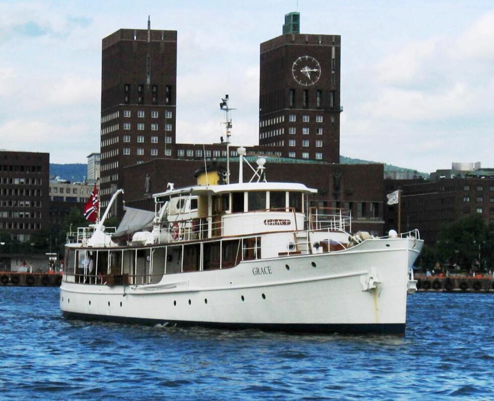 INNLEID: Trygve Hegnars båt Grace vil bli brukt som filmbåt. Her er den fotografert på havna utenfor Rådhuset i Oslo.  Foto: NTB scanpix