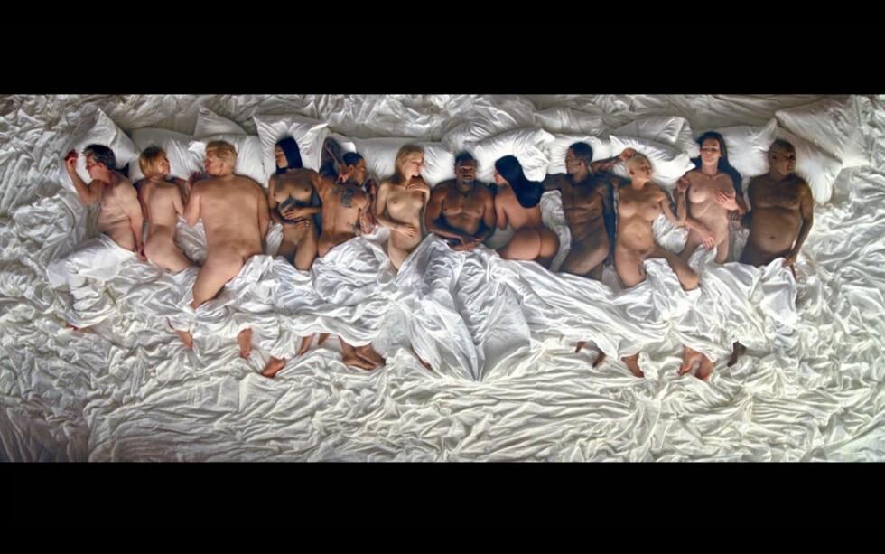 KONTROVERSIELL VIDEO: I videoen til sangen «Famous» har Kanye benyttet dobbeltgjengere og filmeffekter til å få det til å se ut som han deler seng med blant andre Taylor Swift, Donald Trump, Rihanna, Chris Brown, Caitlyn Jenner og Bill Cosby. Foto: Xposure