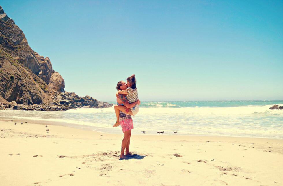 LYKKELIGE: Tidligere i sommer dyrket «Paradise»-paret kjærligheten under en lang og innholdsrik USA-ferie, der forlovelsen nok var det største høydepunktet. Foto: Privat/ Styleconnection.no