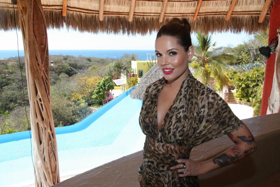 IDYLLISK STED: Etter innspillingen i 2012 har «Paradise Hotel»-produksjonen byttet innspillingssted to ganger. Her er programleder Triana Iglesias på resorten i Mexico der Kristin og Dennis møttes for fire år siden.