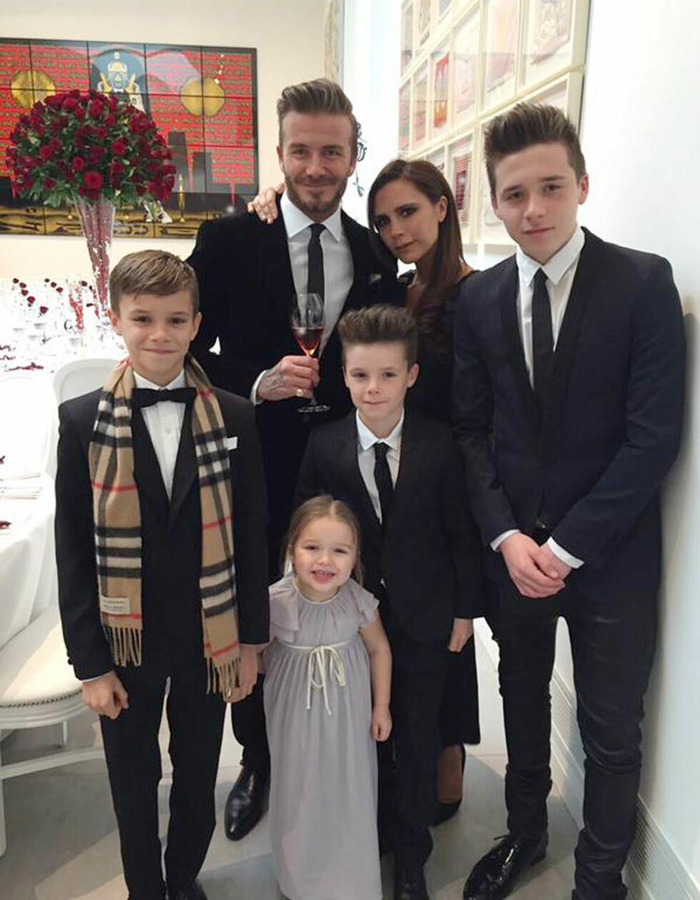 FIN FAMILIE: David og Victoria gjør begge stor suksess, men er aller mest stolte av sine fire barn; Brooklyn, Romeo, Cruz og Harper. Bildet er tatt i fjor sommer.  Foto: Xposure
