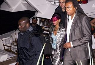Rihanna ble båret i sikkerhet på Tjuvholmen