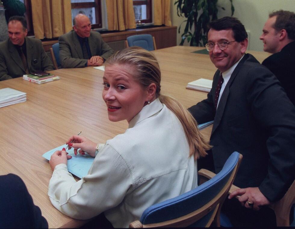 ÅRELANG KARRIERE: Siv Jensen meldte seg inn i FrP i 1988, og hennes talent ble fort lagt merke til. Her er hun avbildet i 1998 sammen med Per-Kristian Foss. Foto: NTB scanpix