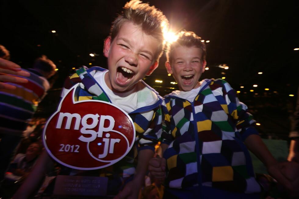 <strong>I RAMPELYSET:</strong> Marcus og Martinus var kun 10 år gamle da de stakk av med seieren i MGP jr. i 2012. Her er duoen etter de hadde vunnet i 2012.  Foto: NTB scanpix