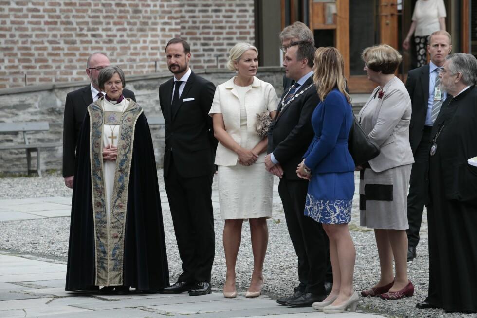 ANKOM TRONDHEIM: Onsdag ettermiddag var kronprins Haakon og kronprinsesse Mette-Marit gjester i Nidarosdomen i forbindelse med åpningen av møtet i Kirkenes Verdensråds Sentralkomite.  Foto: NTB scanpix