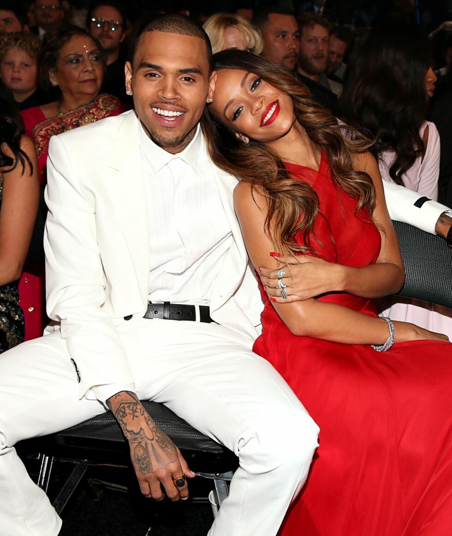 VONDE MINNER: Chris Brown og Rihanna hadde et seriøst forhold frem til han utførte grov vold mot henne i 2009. Bildet er imidlertid tatt i 2013, da de gjenopptok romansen for en kort periode.  Foto: Afp