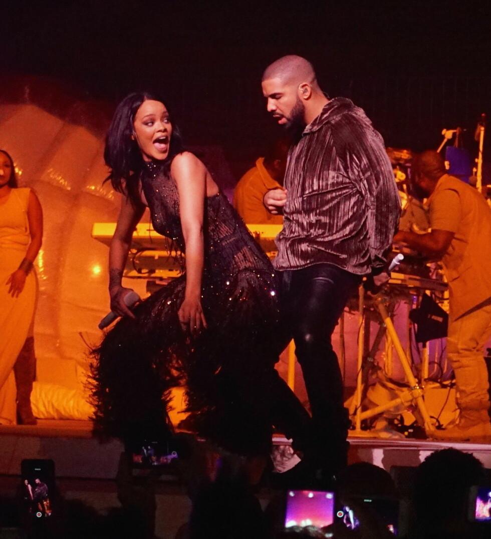 KJEMI PRIVAT OG PÅ SCENEN: Rihanna og Drake får aldri nok av hverandre og har flere ganger prøvd å få forholdet mellom dem til å fungere. Her opptrer de under en konsert i Miami tidligere i år.  Foto: Splash News
