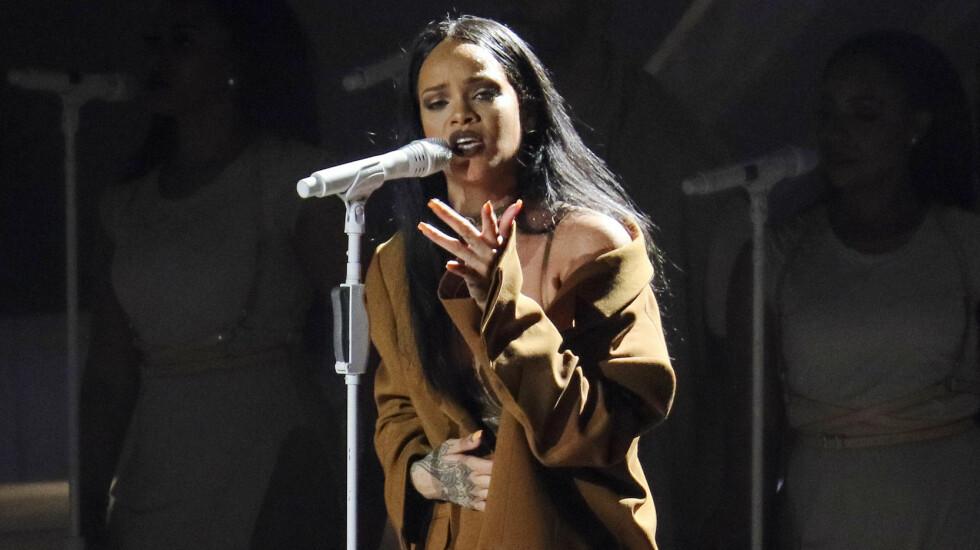 GRÅTKVALT: Rihanna brøt sammen på scenen under en konsert i Dublin da hun opptrådte låten «Love The Way You Lie». Bildet er imidlertid fra en konsert i Seattle tidligere i år.  Foto: Splash News