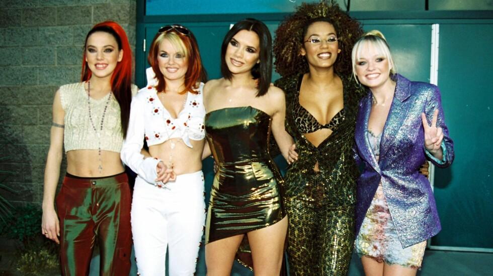 PÅ TURNÉ: Jentene i Spice Girls planlegger en gjenforening i nærmeste fremtid, men de må finne erstatninger for to av jentene. Fra venstre: Melanie Chisholm, Geri Halliwell, Victoria Beckham, Melanie Brown og Emma Bunton.  Foto: wenn.com