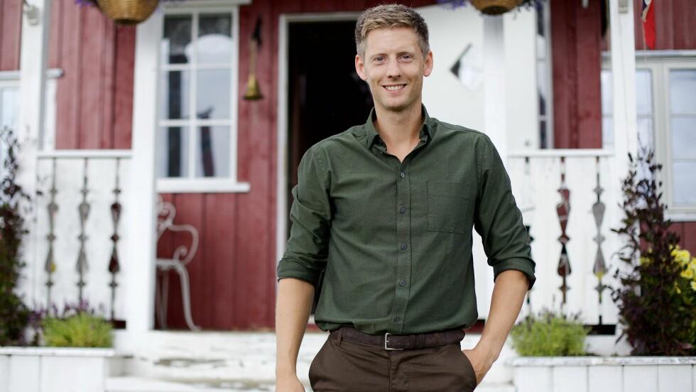 VIL HA FLERE DAMER: Programleder Gaute Grøtta Grav oppfordrer flere voksne kvinner til å sende inn søknad til 2016-utgaven av realityprogrammet «Farmen». Foto: TV 2