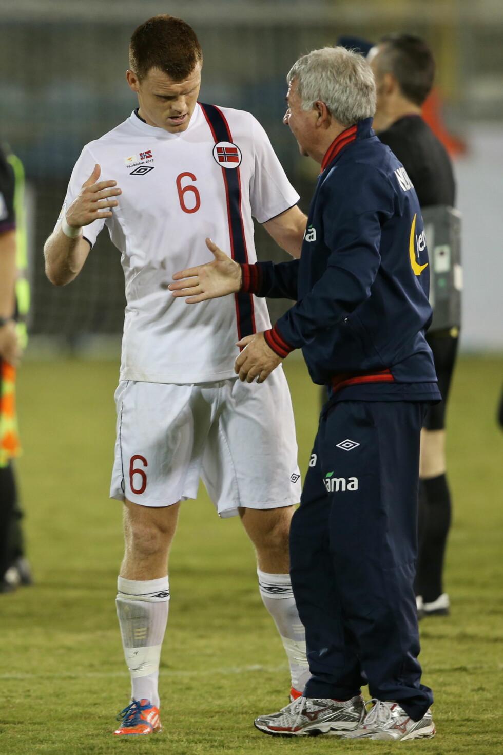 <strong>LANDSLAGSVETERAN:</strong> John Arne Riise er en av tidenes mest profilerte landslagsspillere. Her er han sammen med trener Egil «Drillo» Olsen i 2012. Foto: NTB scanpix