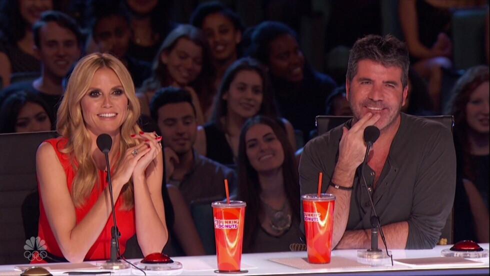 MYK MANN: Simon Cowell innrømmer at han er blitt mindre krass som TV-dommer etter at han ble pappa. Nylig gjorde han sin debut i dommerpanelet i «America´s Got Talent», der blant andre Heidi Klum (t.v) allerede er med.  Foto: wenn.com