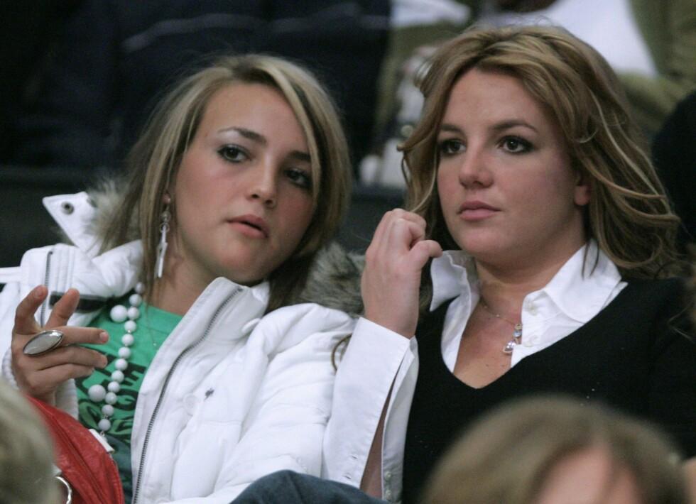 KJENTE SØSTRE: Jamie Lynn Spears og storesøster Britney har begge vært et yndet objekt i tabloidpressen.  Foto: REUTERS