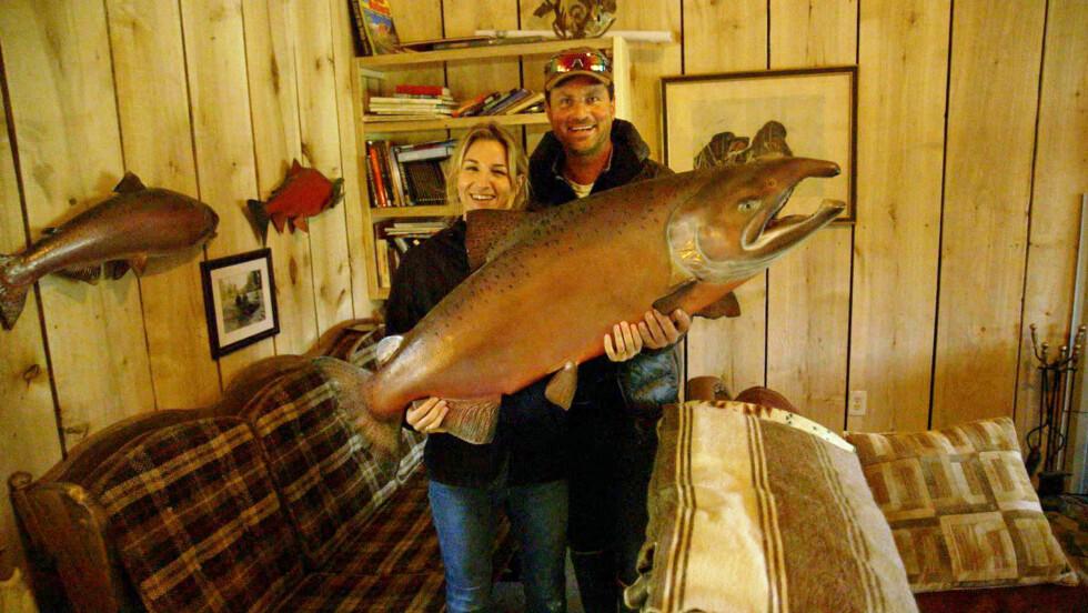 BEGIVENHETSRIK TUR: Guri Solberg fikk et stormfullt møte med Alaska da hun besøkte Henrik Wessel i forbindelse med TV-programmet «Eventyrlige nordmenn». Foto: TV 2