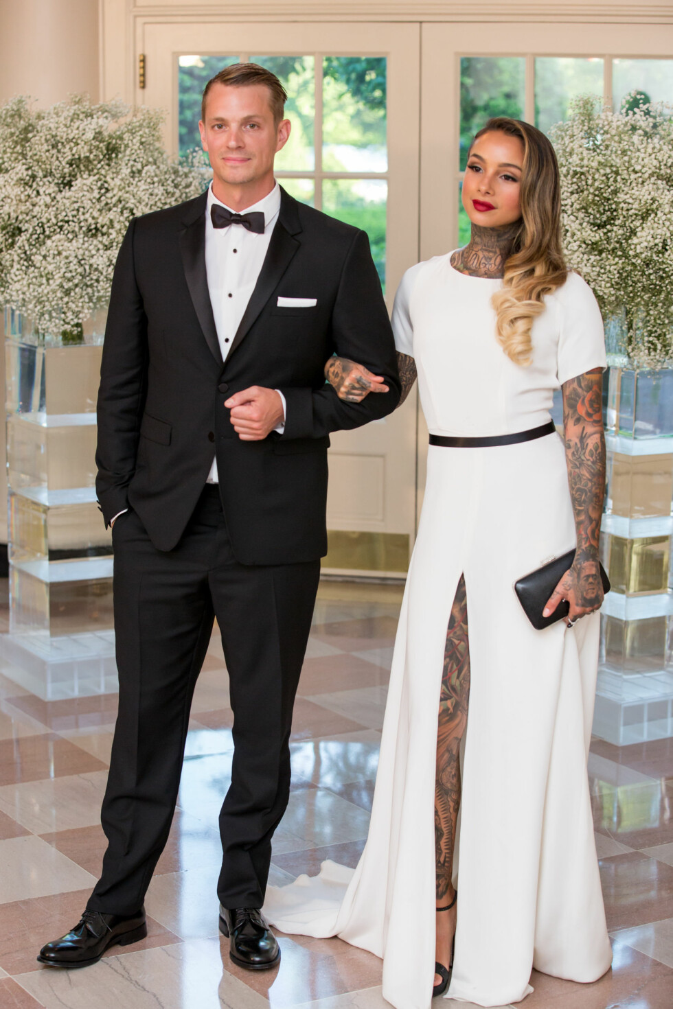 ARM I ARM: Den svenske skuespilleren Joel Kinnaman overrasket nylig ved å avsløre at han hadde giftet seg med tatovøren Cleo Wattenström. Foto: SipaUSA