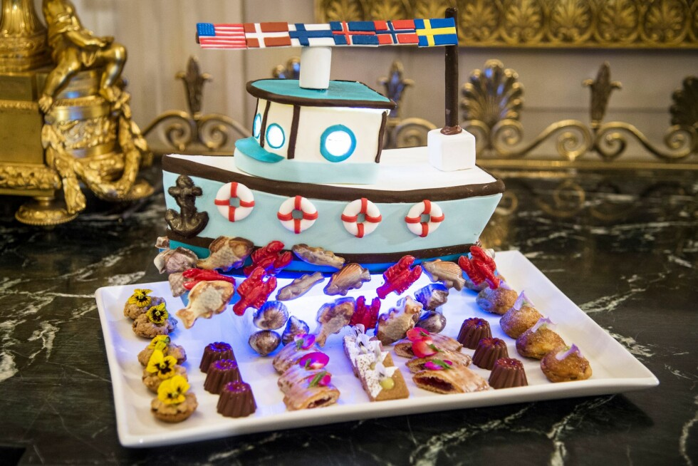FESTLIG DESSERT: Tilsynelatende var nordisk fiskerivirksomhet inspirasjonen bak denne desserten på statsmiddagen i Det hvite hus 13. mai.  Foto: Aftonbladet/ NTB Scanpix