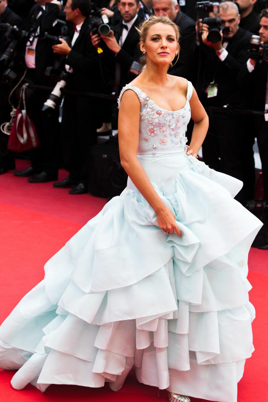 SOM EN SKY: Gravide Blake Lively strålte i en lyseblå kreasjon fra Vivienne Westwood Couture på «Slack Bay»-premieren i Cannes 13. mai.  Foto: SipaUSA