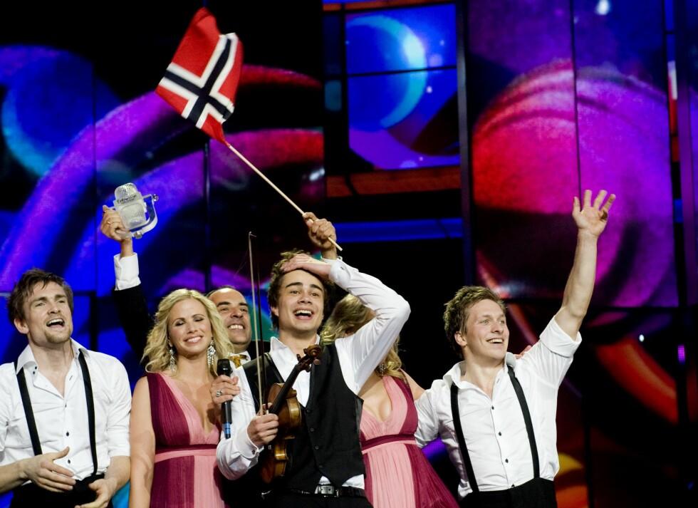 BLE HISTORISK: Under Eurovison-finalen i mai 2009 gikk Alexander Rybak og «Fairytale» til topps og slo alle tidligere poengrekorder.  Foto: TT NYHETSBYRÅN