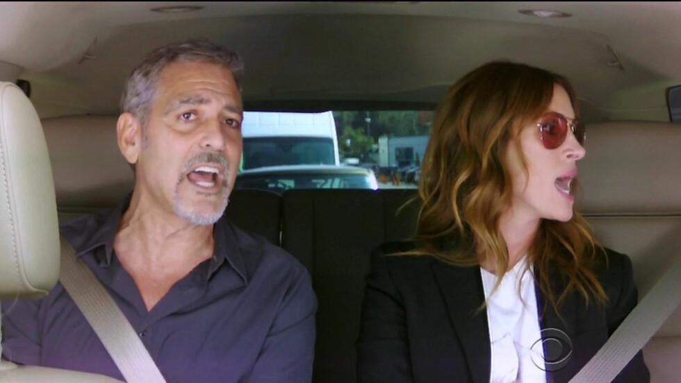<strong>STJERNEMØTE:</strong> Skuespillerne George Clooney og Julia Roberts holdt ingenting tilbake da James Corden spilte opp til allsang.  Foto: Xposure