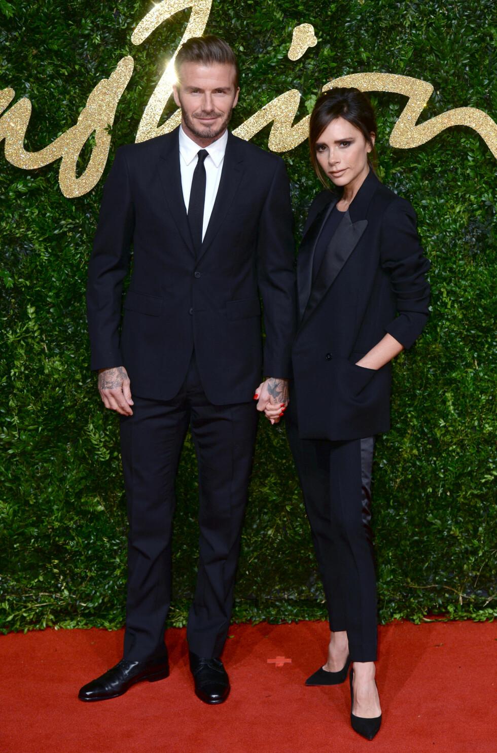 STILIG PAR: David og Vitoria Beckham har holdt sammen i tykt og tynt. Her stråler de sammen på British Fashion Awards i London i 2015. Foto: Pa Photos
