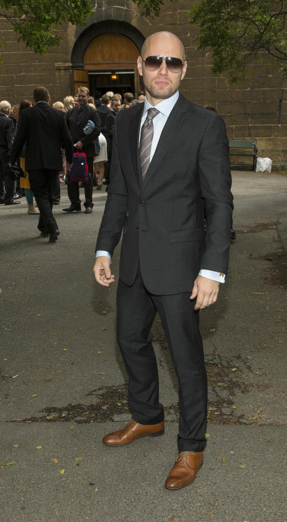 ANONYM: Skuespiller Aksel Hennie var iført mørke solbriller for anledningen. Foto: Tor Lindseth