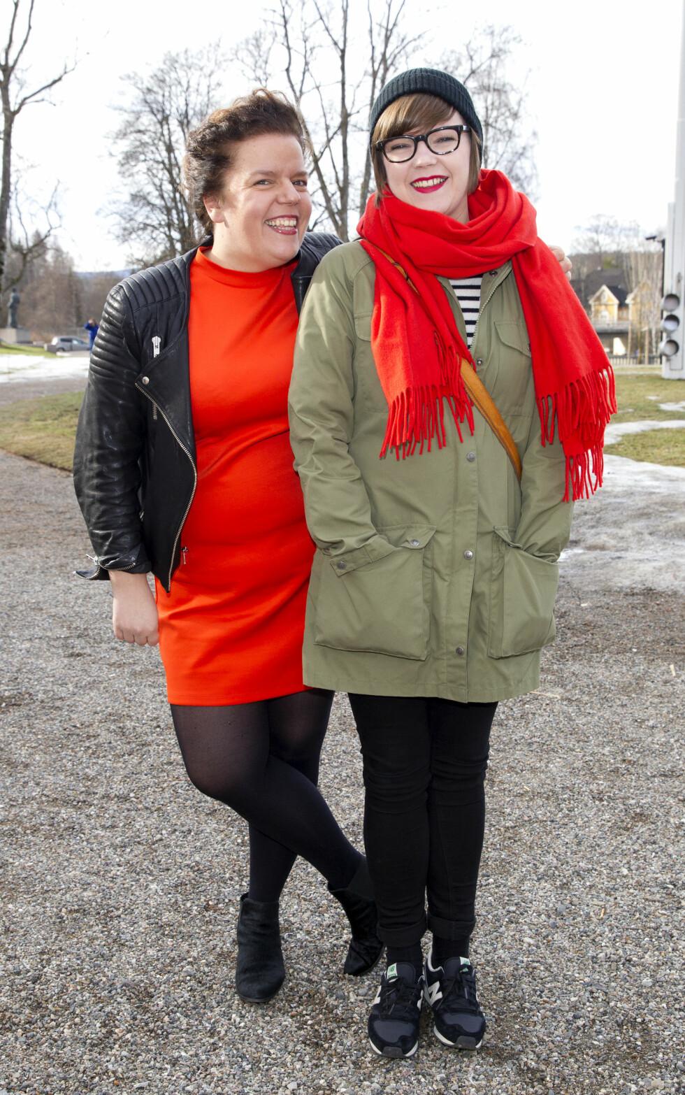 GODT FORHOLD: Else Kåss Furuseth og søsteren Cecillie Ramona Kåss Furuseth er både naboer og feriekamerater.   Foto: Andreas Fadum