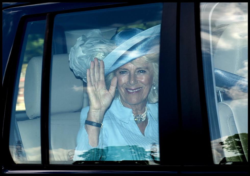 STOLT STEBESTEMOR: Prins Charles' kone Camilla gledet seg også til å overvære barnedåpen. Foto: Polaris