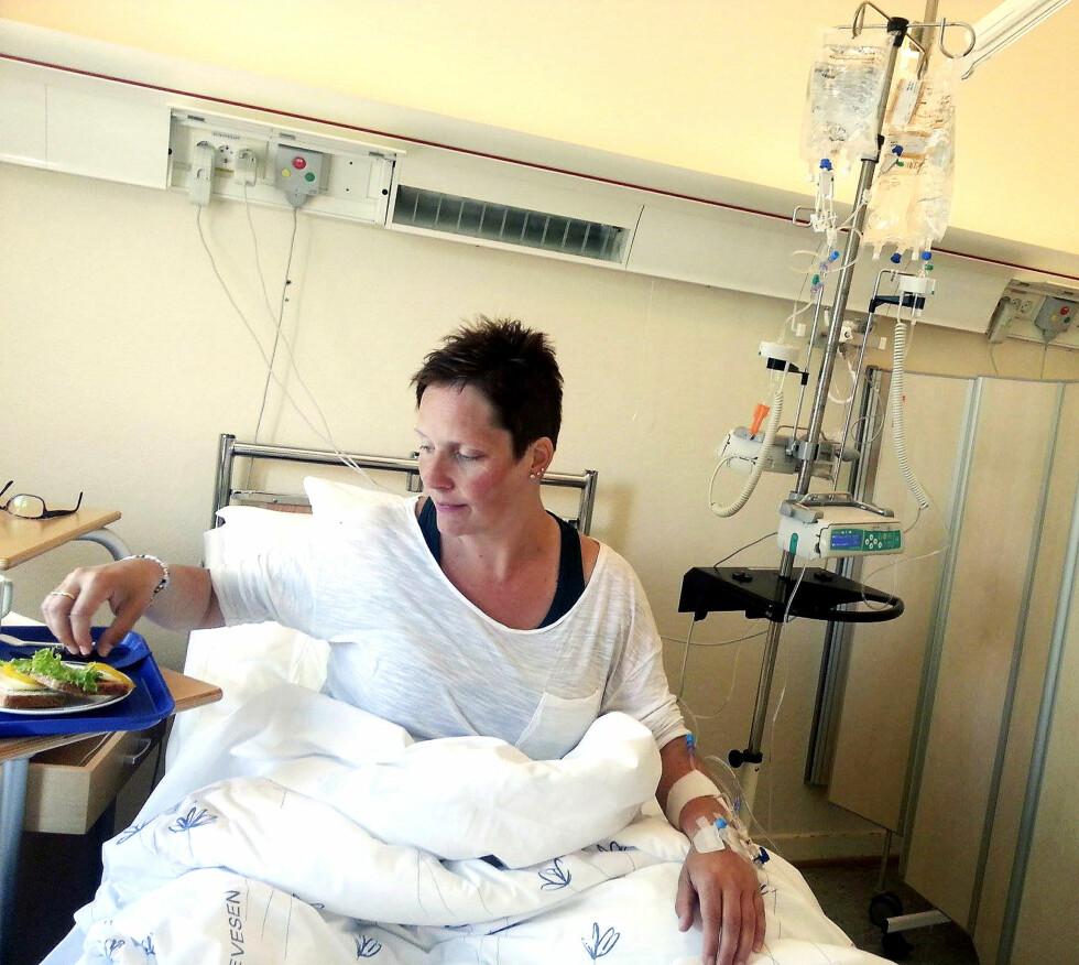 MEDISIN: Det er blitt mange runder med cellegift for Inger Lise. Hun har åpen dør på sykehuset i Notodden og ved Radiumhospitalet i Oslo. Foto: Privat