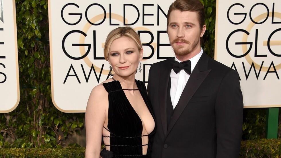 LYKKEN BRAST: Kirsten Dunst og kjæresten Garrett Hedlund strålte sammen på den røde løperen under Golden Globe Awards i januar. Nå skal forholdet deres ha tatt slutt.  Foto: Afp