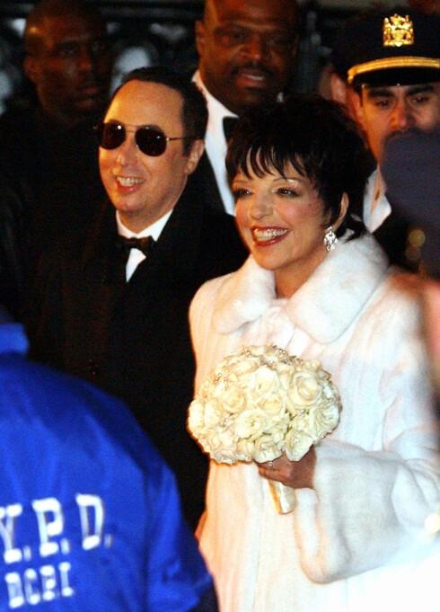 EKS-KONA: Her forlater David og Liza New York Marble Collegiate Church etter bryllupet i 2001. Foto: NTB Scanpix