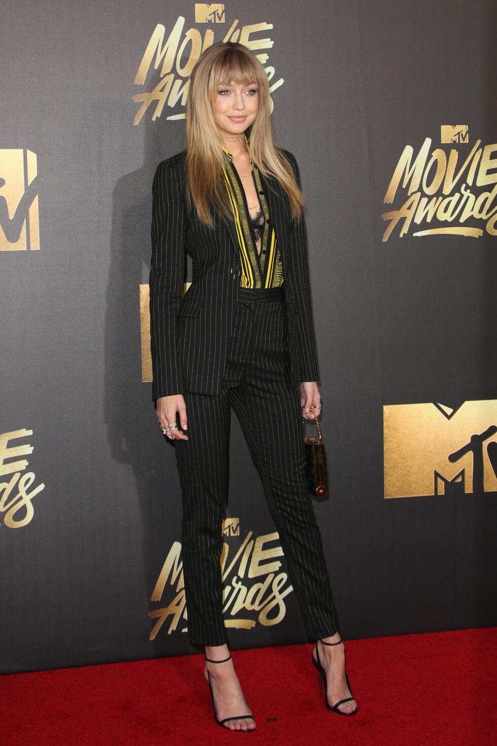 <strong>SUPERMODELL:</strong> Gigi Hadid viste hvorfor hun for øyeblikket er en av verdens mest ettertraktete modeller, da hun ankom MTV-utdelingen. Foto: wenn.com