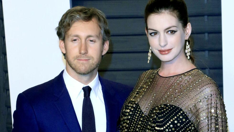 BABYLYKKE: Den 24. mars ble stjerneparet Anne Hathaway og Adam Shulman foreldre for første gang. Denne uken, et par uker senere, ble fødselen offentlig kjent.  Foto: wenn.com
