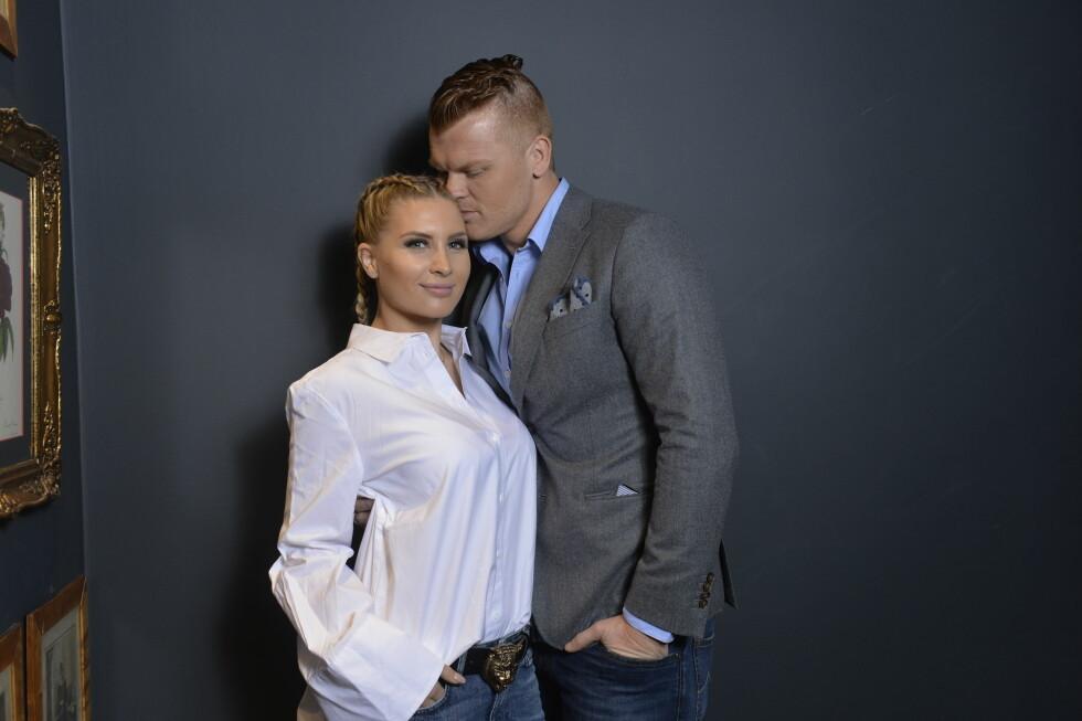 LYKKELIG GIFT: I slutten av mai kan Louise Angelica og John Arne Riise feire sin andre bryllupsdag. Her viser de følelser på «Bloggerne»-lansering i mars. Foto: Geir Egil Skog/ TV 2