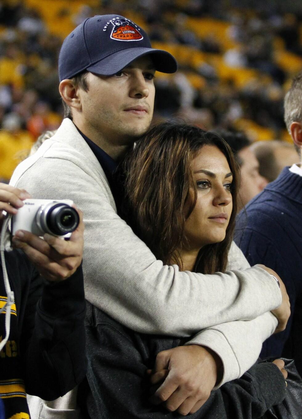 FORELSKET: Etter bruddet fra Demi Moore fant Ashton Kutcher lykken med sin tidligere kollega Mila Kunis.  Foto: Afp