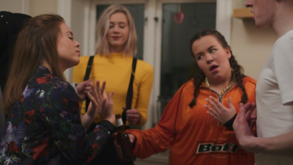 VENNINNER: Jentene i suksess-serien opplever store utfordringer på forskjellige måter, men de holder sammen.  Foto: NRK