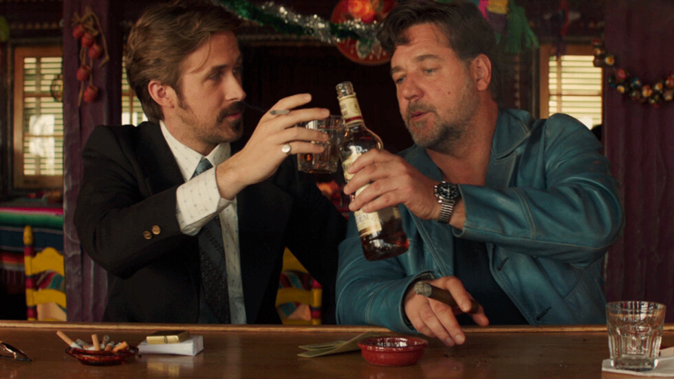 MOTSPILLERE: «The Nice Guys» har norsk kinopremiere 3. juni. Russell Crowe la på seg mange kilo for rollen, for å skape en kontrast til motspiller Ryan Gosling (t.v). Foto: SF Norge/ Filmweb.no
