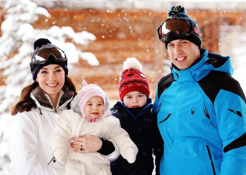 STOLTE FORELDRE: Prinsesse Katherine synes det er stor stas å være mamma til en liten jente. Her er Kate, Charlotte, George og William på vinterferie.  Foto: Afp