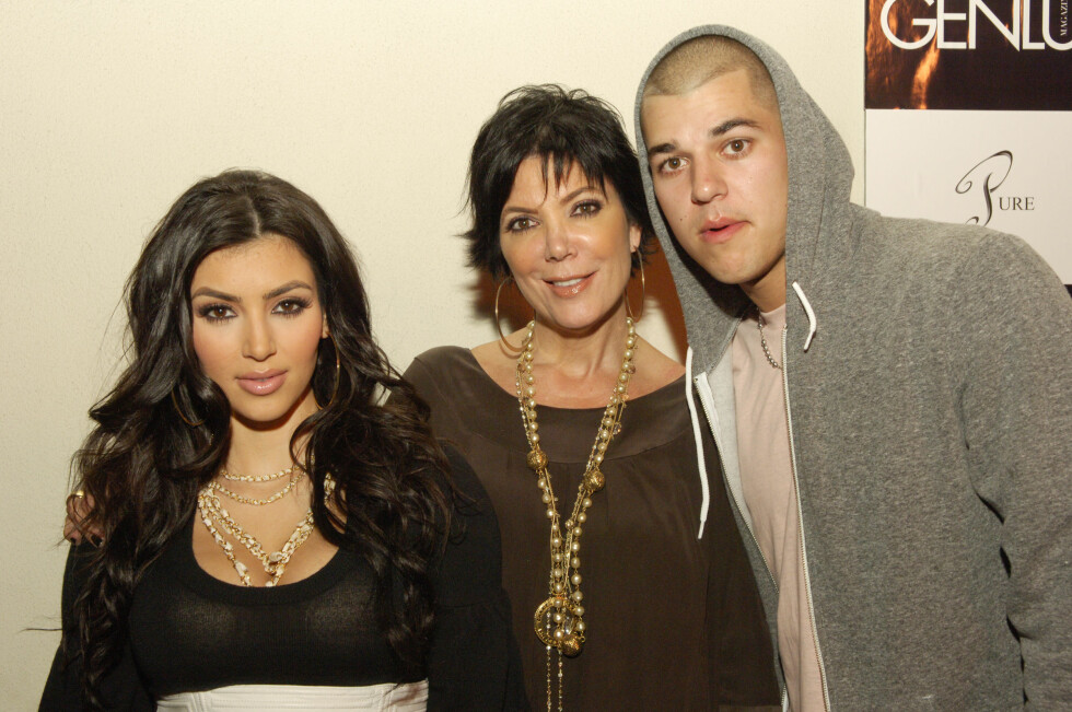 BERØMT FAMILIE: De siste årene har Rob Kardashian slitt med overvekt, depresjon og sosial angst, og han har i stor grad trukket seg fra rampelyset. Her er han avbildet med mamma Kris Jenner og storesøster Kim (t.v) på et arrangement i 2007. Foto: © Jared Milgrim/Corbis
