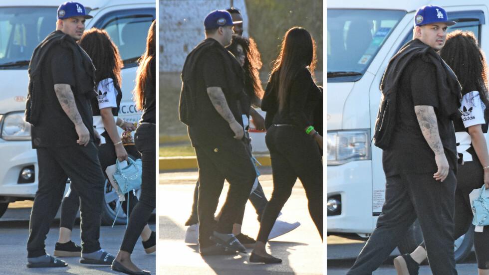 REISTE BORT SAMMEN: I helgen tok Rob Kardashian og kjæresten Blac Chyna (med krøller) turen til Jamaica. Da de landet på flyplassen sammen med et par venner, skulte den lyssky reality-profilen mot kameraene.  Foto: Splash News/ NTB Scanpix