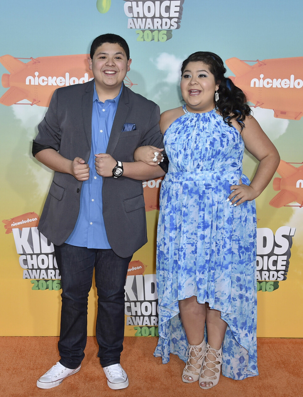 TOK MED SØSTEREN: Modern Family-skuespiller Rico Rodriguez hadde med seg søsteren Raini Rodriguez på Kids' Choice Awards i helgen. Foto: NTB Scanpix