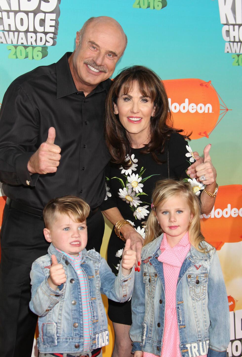 TOMMEL OPP: Dr.Phil og kona Robin McGraw med barnebarna Avery Elizabeth og London Philip. Foto: NTB Scanpix