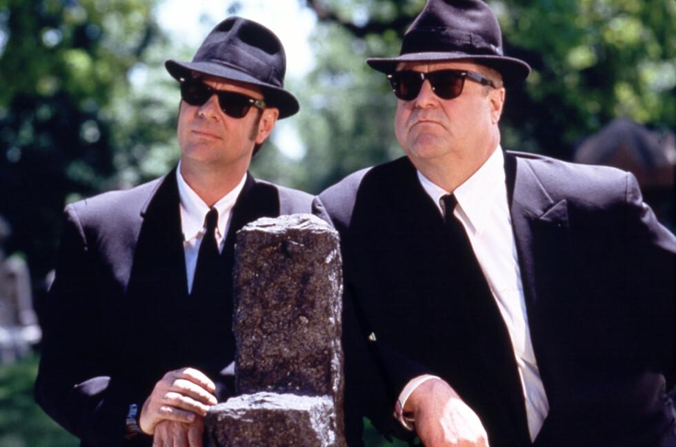BLUES BROTHERS: Goodman er også kjent fra filmen «The Blues Brothers» fra 1998. Her med kollega Dan Acroyd.  Foto: Mary Evans Picture