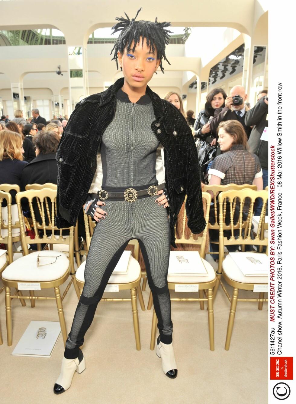 <strong>NY STJERNE:</strong> Willow Smith dukket opp i Paris i et svært tettsittende antrekk. Foto: Rex Features