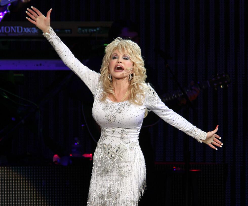 <strong>PÅ SCENEN:</strong> Dolly elsker å opptre og spilte inn sin første singel allerede som 13-åring.  Foto: NTB Scanpix