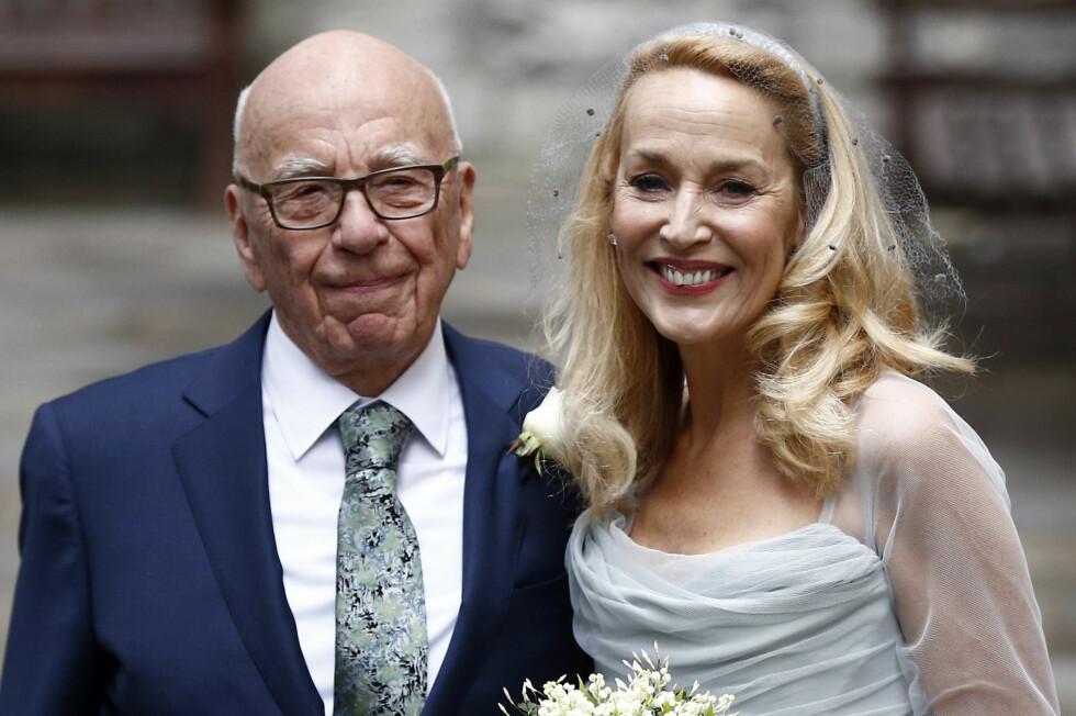 FEIRET KJÆRLIGHETEN: Rupert Murdoch og Jerry Hall strålte side om side under lørdagens bryllupsfest.  Foto: Reuters