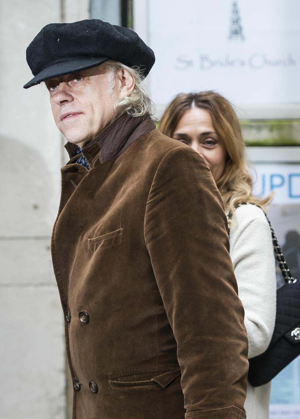 KJENDISBRYLLUP: Artist Bob Geldof og kona Jeanne Marine var også på plass i bryllupet.  Foto: SipaUSA