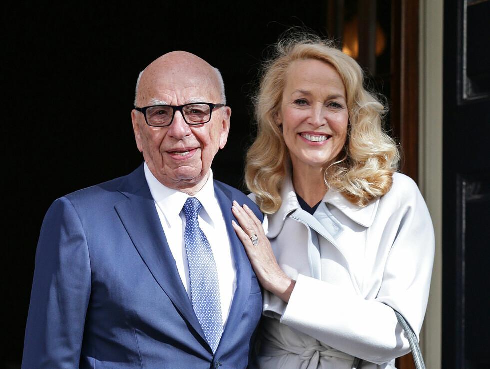 ENDELIG GIFT: Bildet er tatt etter Rupert og Jerry giftet seg under en privat seremoni fredag.  Foto: Ap