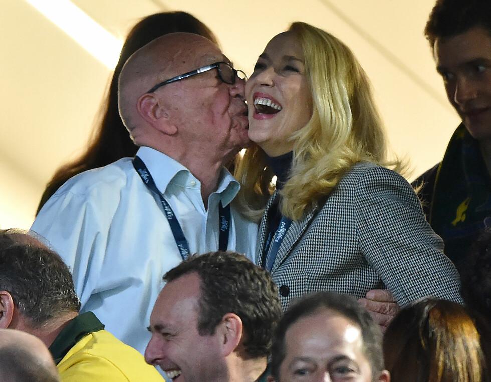 FORELSKET: I slutten av oktober i fjor ble Rupert sett kyssende på Jerry under Rugby World Cup finalen i London. Foto: NTB Scanpix