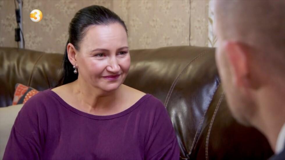 EN TØFF TID: Scarlet får tårer i øynene flere ganger under konfrontasjonen med «Luksusfellen»-ekspertene.  Foto: TV3
